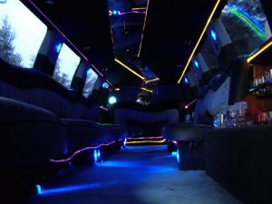 limuzina stretch limousine lincoln towncar navigator 14m antropoti limuzine limo zagreb croatia 1
